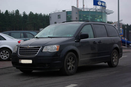 фото нового автомобиля Chrysler town contry