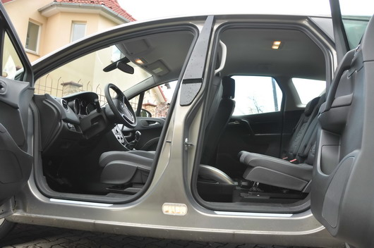 test drive a new car opel meriva cars prices reviews. Black Bedroom Furniture Sets. Home Design Ideas